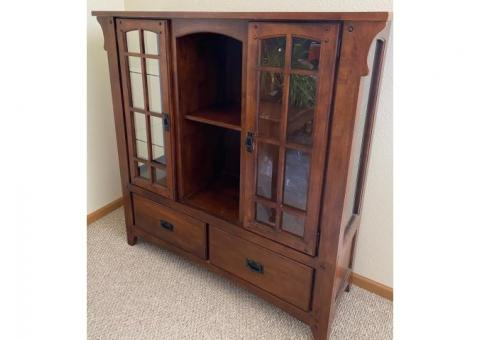 Broyhill lighted hutch for sale